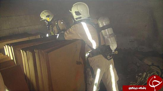 آتش سوزی ساختمان 4 طبقه خیابان منصوری مهار شد/ خوشبختانه کسی داخل ساختمان نبود+تصاویر