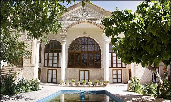 سفال آبی در تبریز/نقش و نگارهای آبی رنگ روی ظروف گلی تبریز