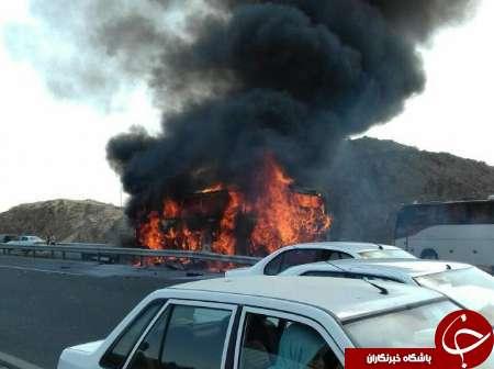 اتوبوس مسافربری در آزادراه قم – تهران آتش گرفت/ پرواز بالگرد اورژانس برای نجات مسافران+تصاویر