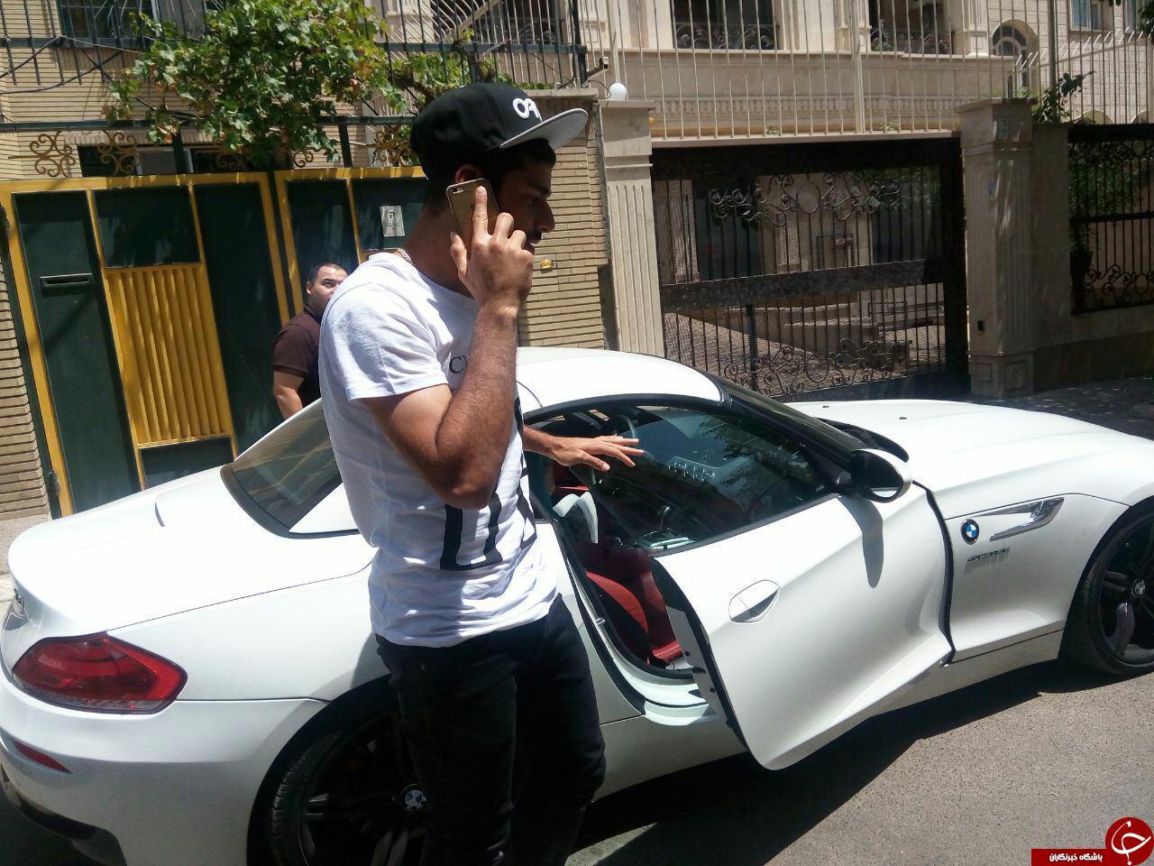 طارمی با ماشینی گران قیمت در راه باشگاه پرسپولیس+عکس