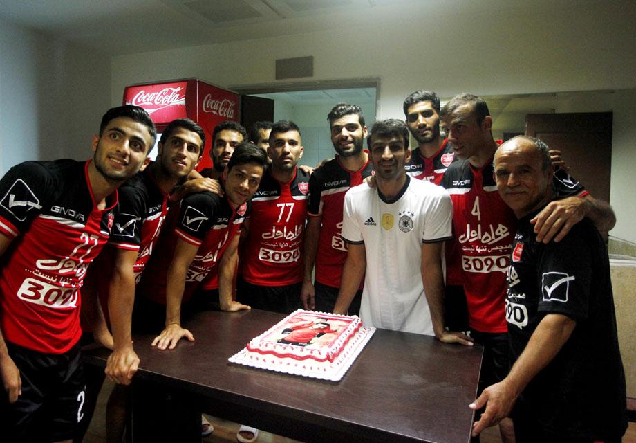 برگزاری مراسم تولد طارمی در ورزشگاه شهید کاظمی