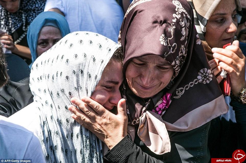 اشکهای رجب طیب اردوغان در مراسم قربانیان کودتا+تصاویر