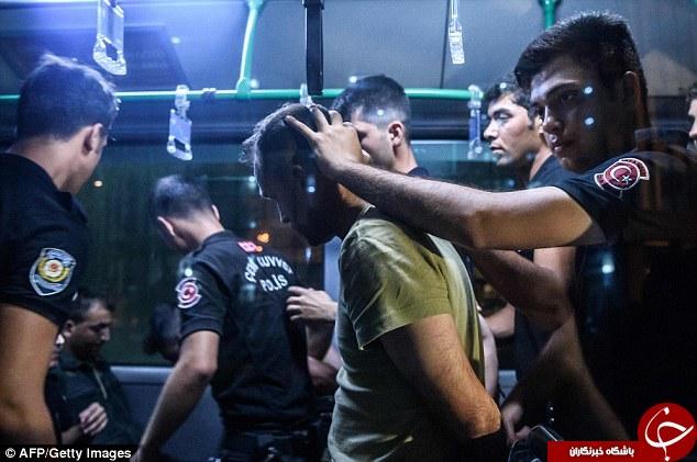 تصاویر تکاندهنده از نیروهای نظامی بازداشت شده ترکیه