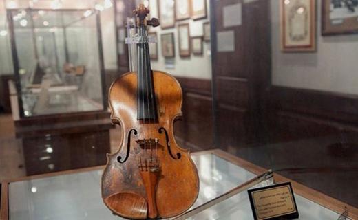 صدای دلنشین ساز موسیقی، در خانه موزه استاد صب + تصاویر