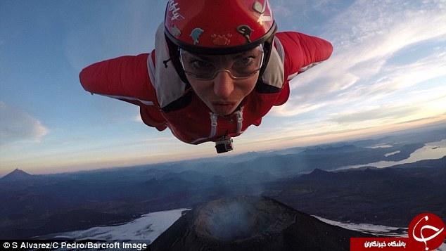 زنی که در دل یک آتشفشان فعال پرید + تصاویر