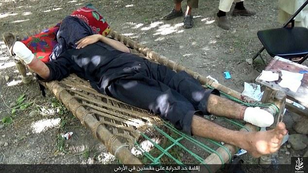 قطع دست راست یک مرد متهم به سرقت بوسیله تروریستهای داعش+ تصاویر16+