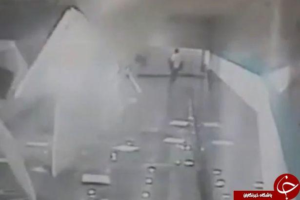 لحظه ی رعب آوری که سقف یک ایستگاه مترو در چین بر سر مسافران خراب می شود+ تصاویر