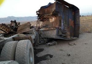 دو نفر کشته در تصادف خونین کامیون با تریلی + تصاویر