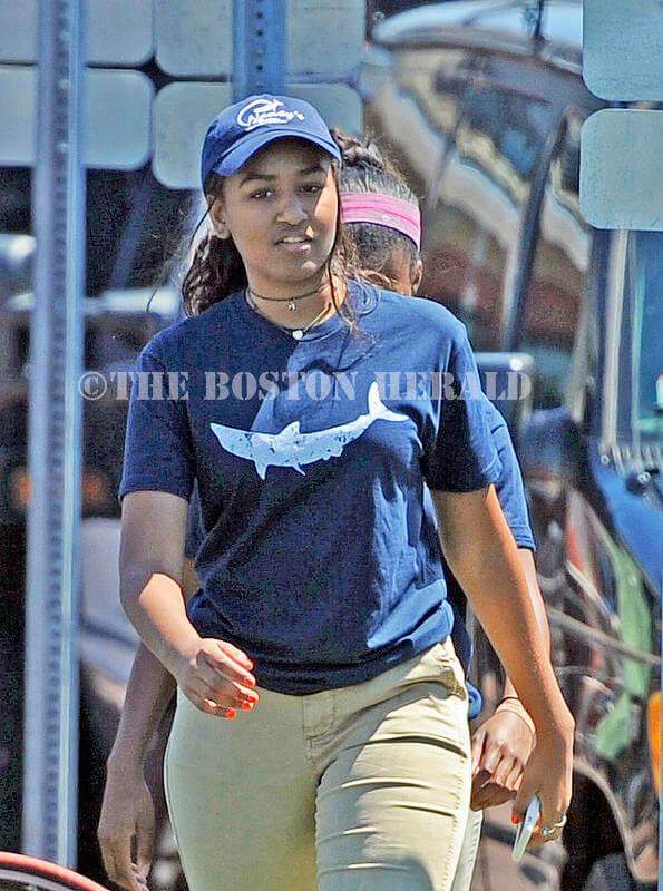 شغل تابستانی دختر کوچک اوباما/ کار در یک رستوران غذاهای دریایی+ عکس