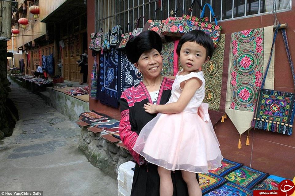 زنان این روستا بلندترین موها را دارند +تصاویر