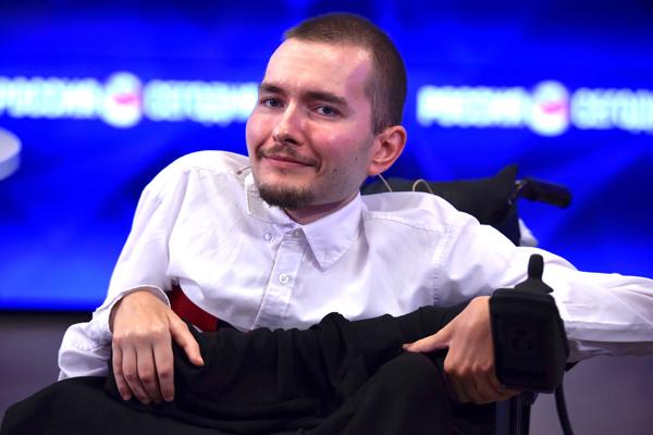 مردی که سال آینده سرش برروی یک اندام دیگر قرار خواهد گرفت / آخرین جزئیات از اولین پیوند سر جهان