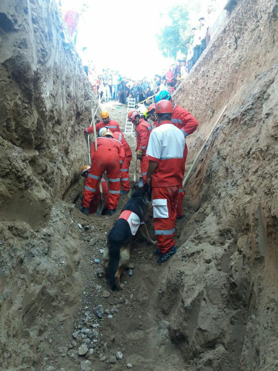کشف جسد جوان در زیر آوار کانال اگو مشهد + تصاویر