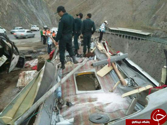 واژگونی مرگبار اتوبوس مسافربری در جاده چالوس/28 تن کشته و مجروح شدند +تصاویر