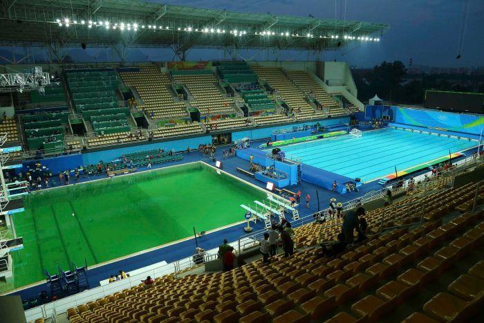 تغییر رنگ ناگهانی آب استخر محل برگزاری مسابقات شیرجه المپیک+ تصاویر