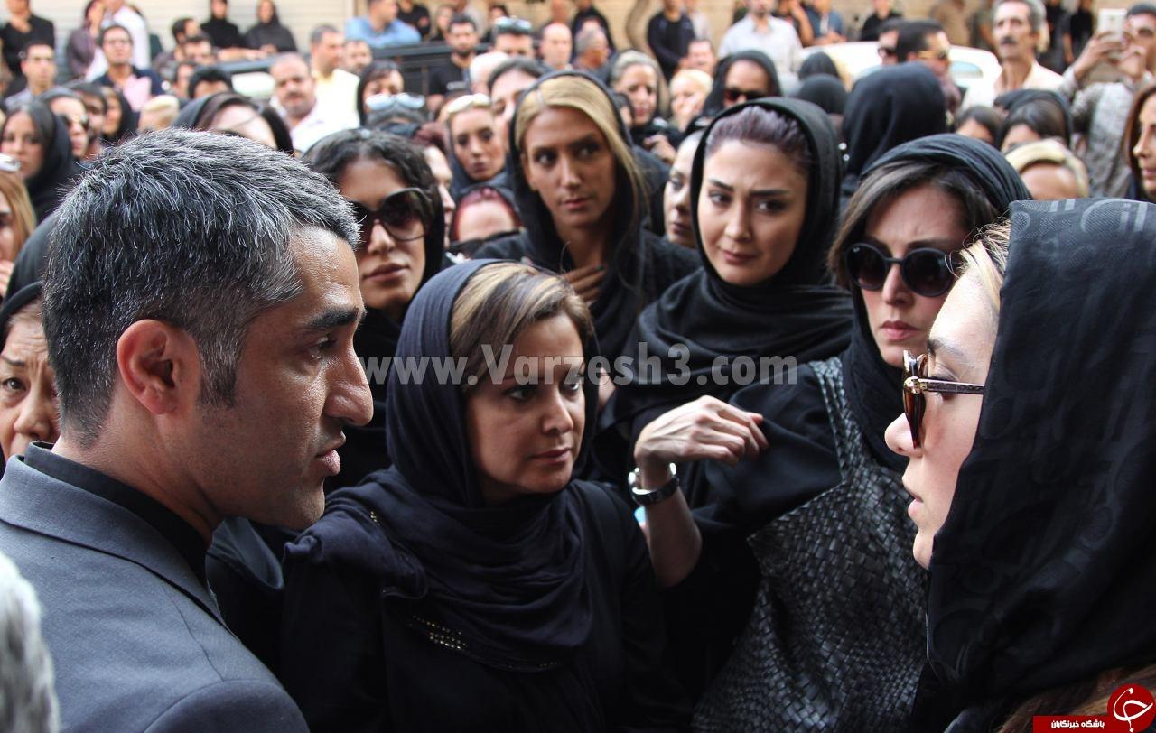 چه کسانی در مراسم ختم مادر پژمان جمشیدی حضور داشتند؟/ حضور چهرههای ورزشی و سینمایی