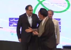 دانلود فیلم طنز مسابقه دستبوسی وزیر بهداشت و حجت الاسلام دعایی با گزارش رضا رفیع