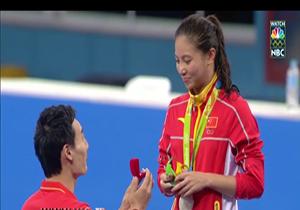 خواستگاری روی سکوی مدال المپیک از قهرمان چینی + فیلم