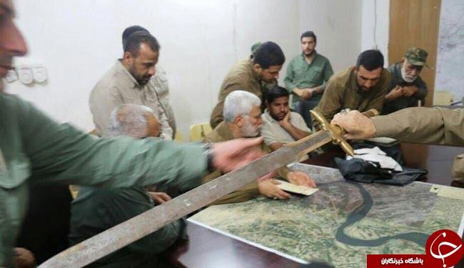 شمشیری که داعشیها با آن گردن میزدند+ عکس