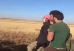 باشگاه خبرنگاران - لحظهی دستگيری نوجوان داعشى توسط ارتش آزاد سوريه + فیلم