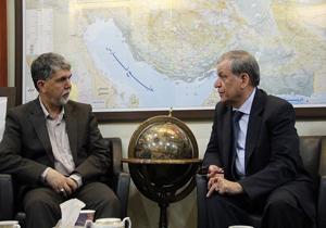 باشگاه خبرنگاران -صالحی از کتابفروشی «گیتاشناسی» بازدید کرد