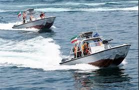 اخطار شناور ایرانی به ناو جنگی آمریکا و تغییر مسیر ناو آمریکایی