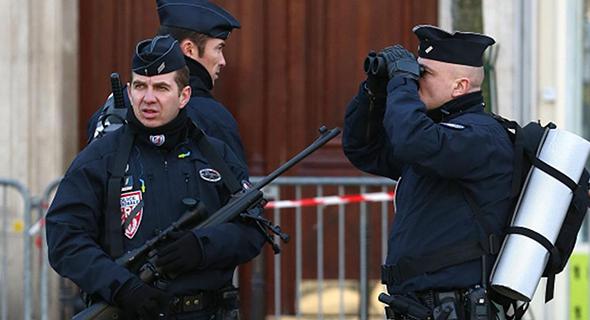 گروگانگیری در کلیسایی در فرانسه/ کشته شدن عاملان/ سر یک کشیش بُریده شد+ تصاویر