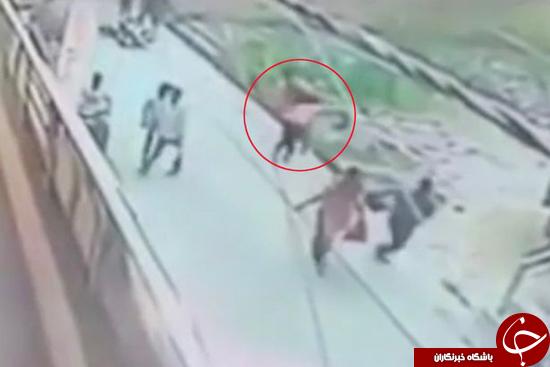 دختر جوان با ضربات چاقو جلوی چشم همگان به قتل رسید +تصاویر