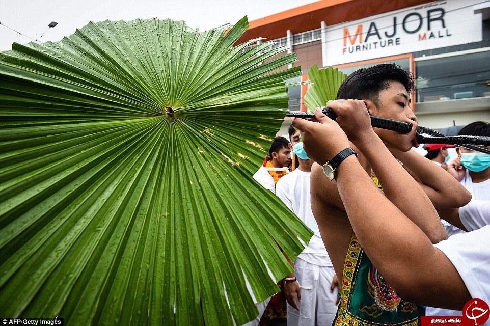 تصاویر وحشتناک از جشنواره ای عجیب در تایلند