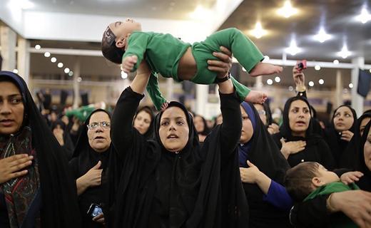 آیتالله صدیقی: نهضت حسینی ماهیت انقلاب ما بوده است/ مویههای مادرانه در رثای سرباز کوچک کرب و بلا + فیلم و تصاویر