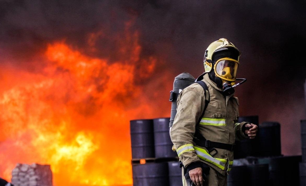 حریق گسترده در 2 کارگاه مبل سازی یافت آباد/ آتش خسارت مالی سنگینی بجا گذاشت