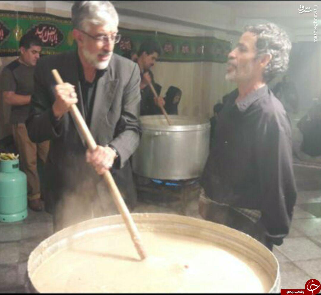 عکس/ حداد عادل پای دیگ حلیم نذری