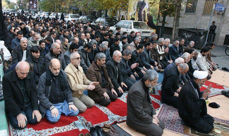 اقامه نماز جماعت ظهر عاشورا در تهران