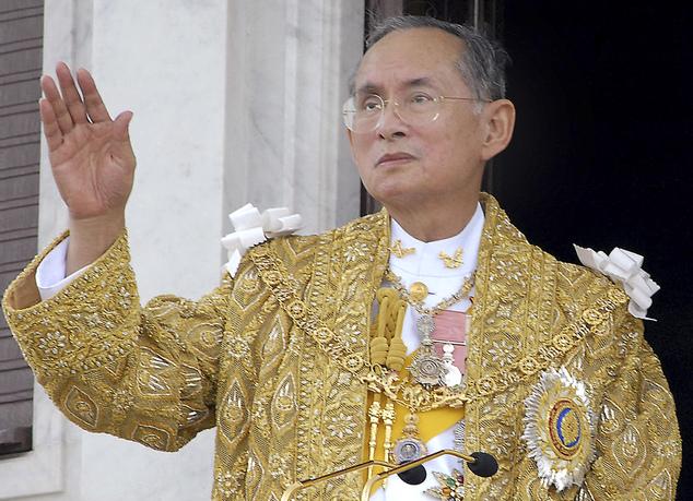 اشک های مردم تایلند در مرگ پادشاهشان