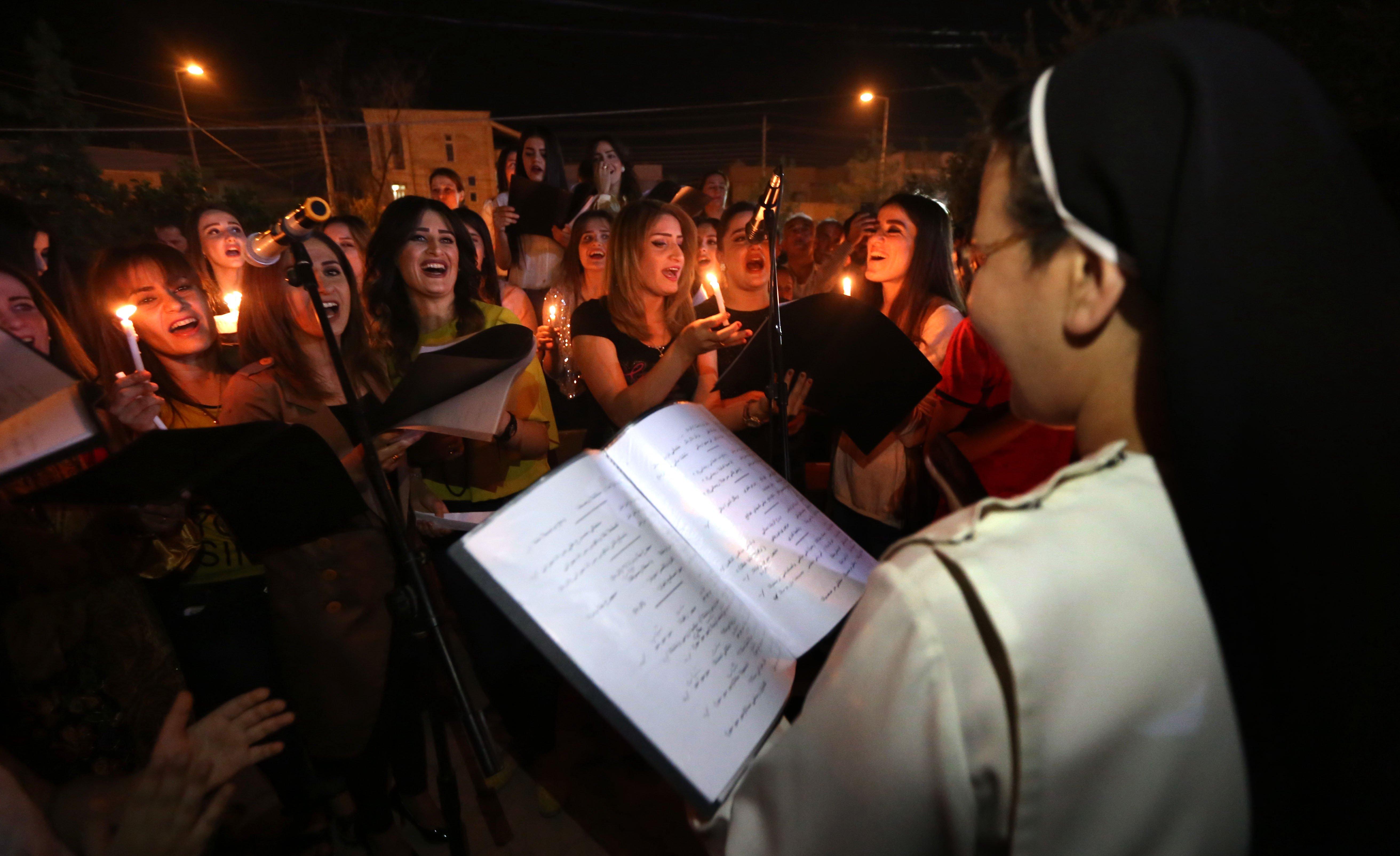 پایکوبی مسیحیان عراقی برای آزادی شهر قراقوش+ تصاویر