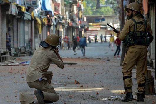 تیراندازی نیروهای هندی در کشمیر/ یک معلم کشته شد