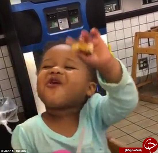 واکنش جالب دختر کوچک به خوردن کیک +تصاویر