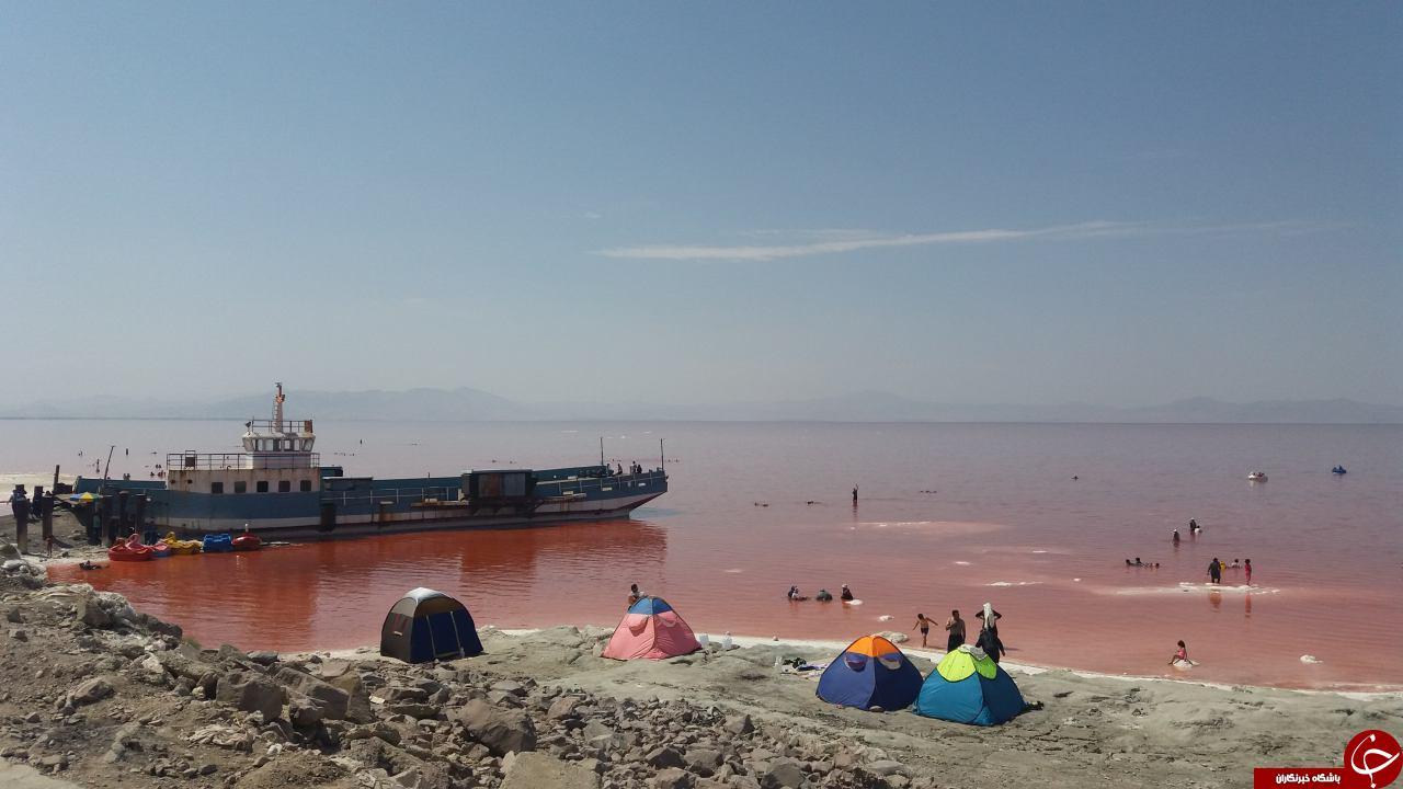 پر آب شدن دوباره دریاچه ارومیه و شادی مردم
