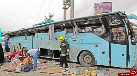 باشگاه خبرنگاران - واژگونی اتوبوس در محور چناران-مشهد+ تصاویر