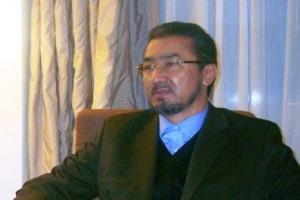 یک هیئت برای پادرمیانی و حل اختلافات سران حکومت باید تعیین شود
