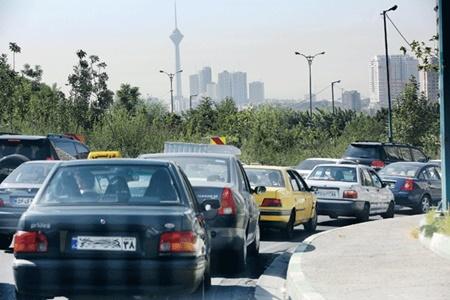 معضل خودرو برای ساکنین کلانشهرها/چالش بیپایان ترافیک زیر رکاب خودروهای شخصی