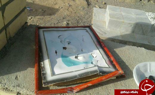 بی احترامی به قبور گلزار شهدای بزمان به دست افراد ناشناس +تصاویر