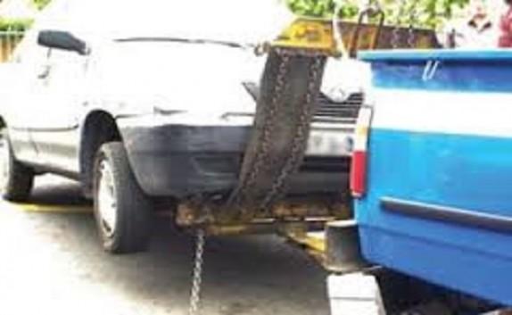باشگاه خبرنگاران - عجیب ترین اعمال قانون پلیس/انتقال خودرو همراه با کودک به پارکینگ! + فیلم