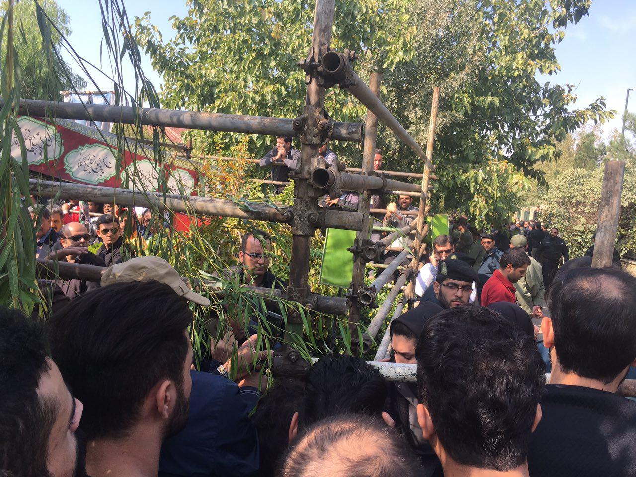 لحظه به لحظه با مراسم تشییع پیکر منصور پورحیدری/وداع تلخ در بازار داغ عکس های سلفی+عکس و فیلم