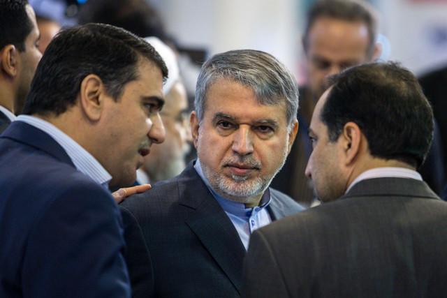 وزیر فرهنگ و ارشاد اسلامی از نمایشگاه مطبوعات بازدید کرد