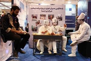 روز بارانی نمایشگاه مطبوعات/ بازار داغ سلفی در مصلا