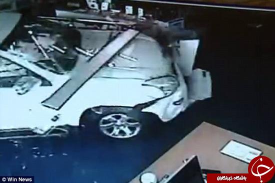 راننده با ماشین وارد سالن ماساژ شد +تصاویر