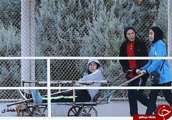 اتفاقی عجیب در تمرین تیم ملی/ حمل بازیکن ملیپوش با گاری! +عکس