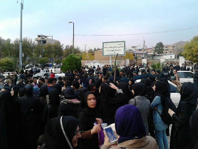 تجمع دانشجویان لرستان در پی مرگ دانشجوی ایلامی+عکس
