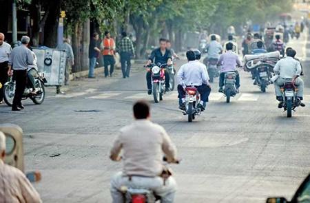 موتور سیکلت تهران را خفه کرد/ بیبرنامگی معاینه فنی برای تردد روزانه 780 هزار موتورسیکلت بنزینی