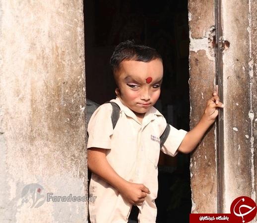 عکس/ پرستش پسر 6 ساله در هند!